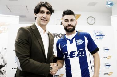 Duarte junto a Sergio Fernández, durante su presentación. / Foto: Deportivo Alavés