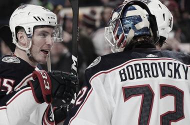Duchene y Bobrovsky durante un partido   Foto: NHL.com