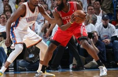 Harden e Durant, que eram companheiros de time, hoje disputam por uma vaga na próxima fase (Foto: Reprodução/NBA)