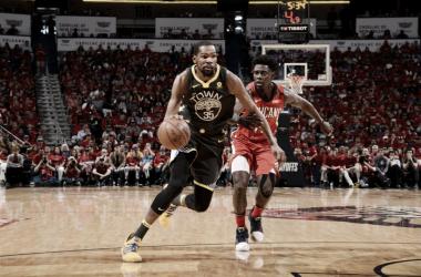 Los Warriors, comandados por Durant, están a solo un paso de las finales de conferencia. | Foto: NBA.com/warriors