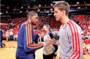 Kevin Durant e Chandler Parsons, destaques do jogo (Foto:Reprodução/ESPN)