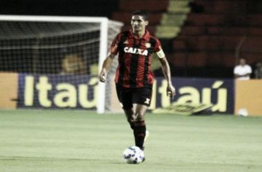 Durval fará terceira temporada consecutiva (sétima no total) com a camisa rubro-negra (Foto: Williams Aguiar/Sport)