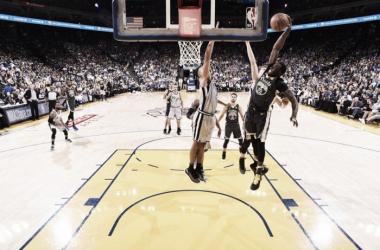 Com boa atuação de Draymond Green, Warriors superam início ruim e derrotam Spurs