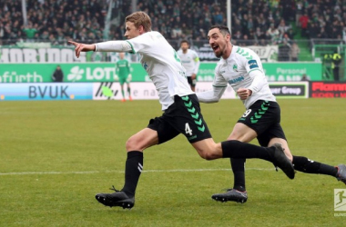 Lukas Gugganig (left) celebrates his goal. | Photo: Bundesliga.