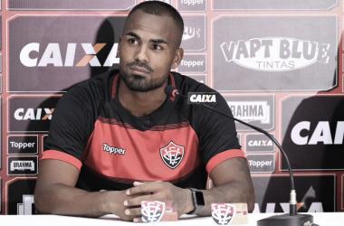 Zagueiro Thales é outro reforço do Rubro-Negro (Foto: @ECVitoria)