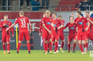 Heidenheim players celebrate after scoring their goal. | Photo: Bundesliga.