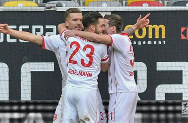 Fortuna Düsseldorf celebrate their early opening goal. | Photo: Bundesliga.