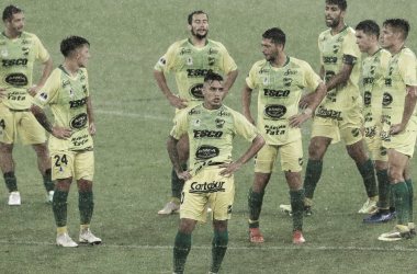 La tristeza de los jugadores de Defensa y Justicia tras la derrota en Río. Foto: Diario Olé.