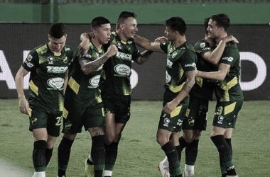 Marcelo Benítez, figura del partido, convirtió dos golazos en la victoria del Halcón ante la Lepra. Fuente: (TyC Sports)