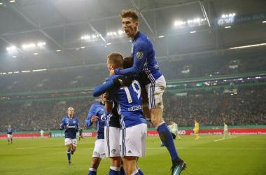Lo Schalke gioca male ma mantiene il secondo posto