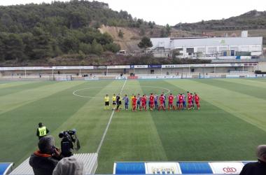 Imagen de los dos equipos, del Izarra y del Amorebieta antes del partido. Fuente: @CD_Izarra twitter