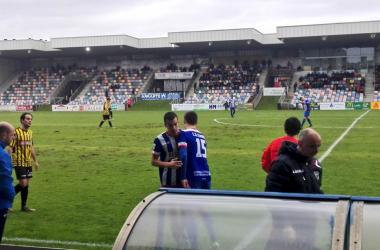 Momento en el que Xabi Zaldúa iba a debutar en Segunda B cuando entraba sustituyendo a Hinojosa en Lasesarre. Fuente: @CD_Izarra en twitter