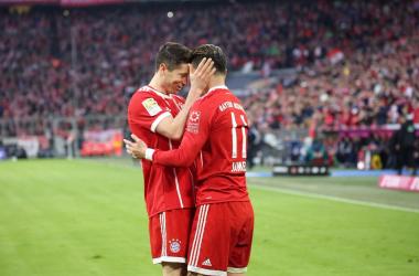 Robert Lewandowski and James Rodriguez after one of Bayern's six goals. | Photo: Bayern Munich.