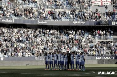 El equipo guarda un minuto de silencio antes de comenzar el encuentro ante el Villarreal | Málaga CF