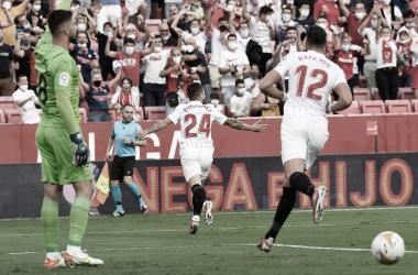 """""""Papu"""" Gómez celebrando el primer gol. -Sevilla FC"""