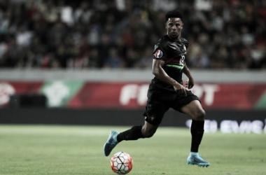 Eliseu ocupa o lado esquerdo da defesa (Foto: zimbio.com)