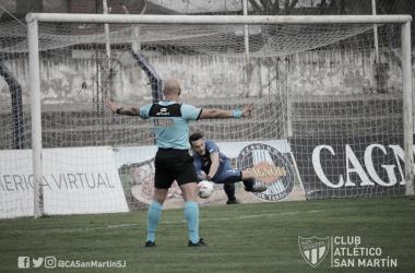 El portero mendocino evitó el gol de la victoria para Santamarina.<div>Imagen: @CASanMartinSJ</div>