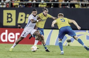 Memphis Depay ante el Cádiz. | Foto: FC Barcelona
