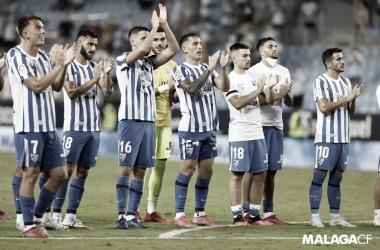 Jugadores del Málaga aplaudiendo después de su último encuentro en La Rosaleda / Fuente: Málaga CF