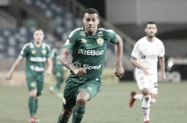Com gol no apagar das luzes, Cuiabá vence o Santos e respira no Brasileirão