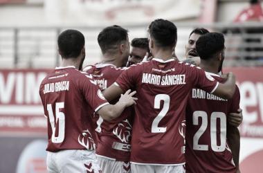 Euforia de los futbolistas del Real Murcia tras su segundo tanto / Fuente: Real Murcia CF