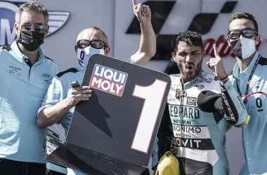 Dennis Foggia junto a su equipo en su victoria en Aragón/ Fuente: Leopard Racing