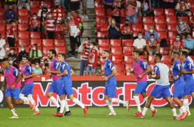 Los jugadores del Granada CF en el calentamiento antes del último partido contra el Betis | Foto: Pepe Villoslada / Granada CF
