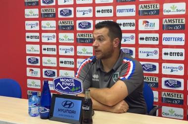 Diego Martínez en rueda de prensa. Imagen: Numancia.