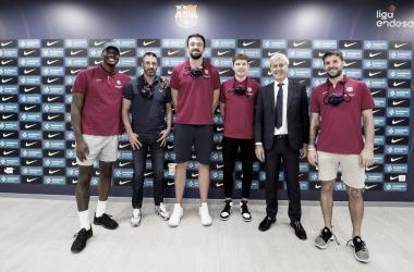 Hayes, Sanli, Jokubaitis , Lapro, junto a Cubells y Juan Carlos Navarro/ Foto: FCBASKET