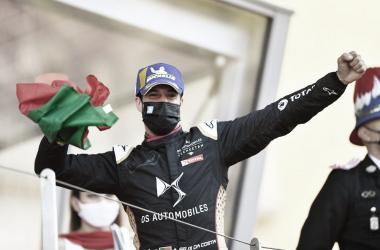 Antonio Félix Da Costa celebra su victoria en el podio monegasco | Fotografía: ABB Fórmula E