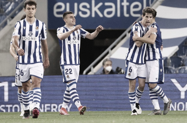 Aritz Elustondo y los compañeros celebrando el gol / Foto: Real Sociedad Twitter