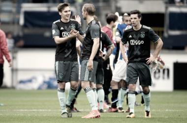 Wöber celebrando su gol en la victoria 0-4 frente al Heereveen. Fuente: AJAX