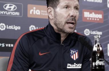 Simeone en la rueda de prensa previa a la 26 jornada de Liga. / Fuente: Atlético de Madrid