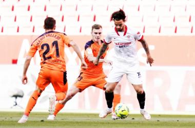Suso en una recuperación con Toni Lato y Manu Vallejo || Fuente: Sevilla FC en Twitter