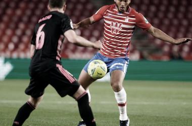Luis Suárez durante el partido. Foto: Pepe Villoslada/ Granada CF