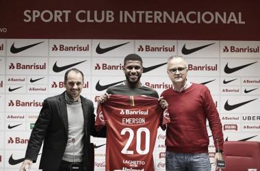 Emerson Santos é apresentado oficialmente pelo Internacional