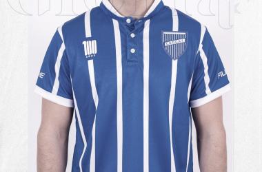 La historia de Godoy Cruz, llena de gloria se refleja en la nueva camiseta del Centenario. Foto: prensa Godoy Cruz.