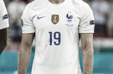Karim Benzema escuchando el himno // Selección Francesa