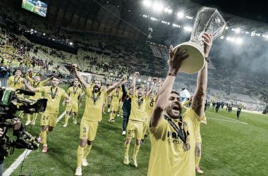 "<p class=""MsoNormal"">Vicente Iborra levanta la copa de la UEFA // Foto: Villarreal C.F&nbsp;<o:p></o:p></p>"