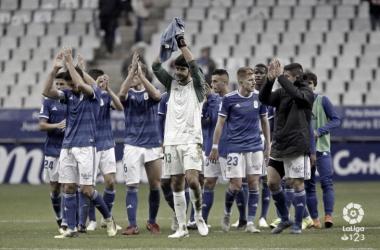 Jugadores Del Real Oviedo saludando a la afición | Fotografía: La Liga