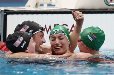 La foto de la jornada. Schoenmaker es historia, King y Lazor cierran su podio / Fuente: FINA