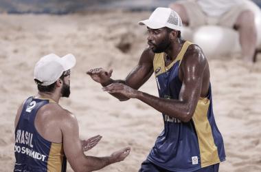 Melhores momentos Evandro/Bruno Schmidt x Plavins/Tocs pelo vôlei de praia nas Olimpíadas de Tóquio (0-2)