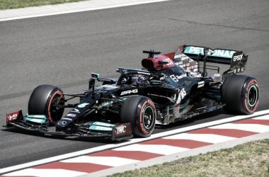 Hamilton transitando el trazado húngaro | Foto: Fórmula 1