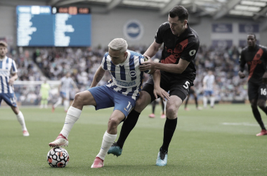 Trossard keeping the ball away from Keane | Photo: Brighton and Hove Albion
