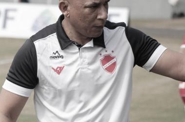 """Hemerson Maria deixa Vila Nova após apenas três jogos: """"Não vou ser marionete dos jogadores"""""""