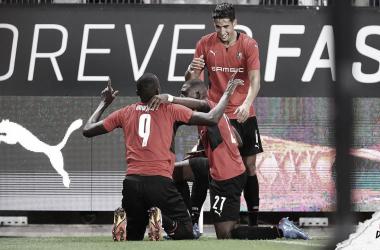 Rennes vence Rosenborg com gol em cada tempo e abre vantagem na Conference League