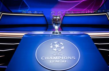 El trofeo de la UEFA Champions League presidiendo la ceremonia. / Fuente: @VillarrealCF