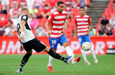 Un error postrero de Molina y Puertas deja al Granada CF con la miel en los labios