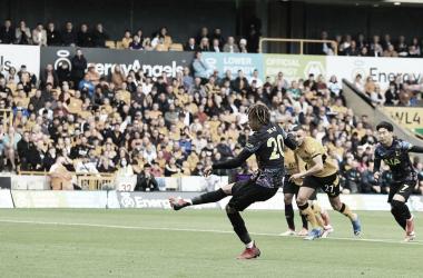 Dele Alli lanzando el penalti que les dio la victoria / Fuente Tottenham