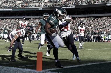 Sproles supera al defensivo y anota el primer touchdown del juego (Imagen: Eagles.com)